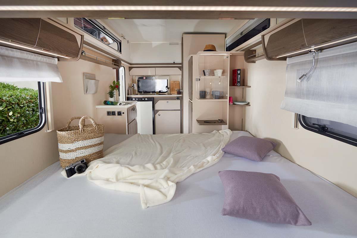 Silver Evasion - Ansicht von Innen mit Bett - GFH Freizeitmobile in Mülheim Kärlich